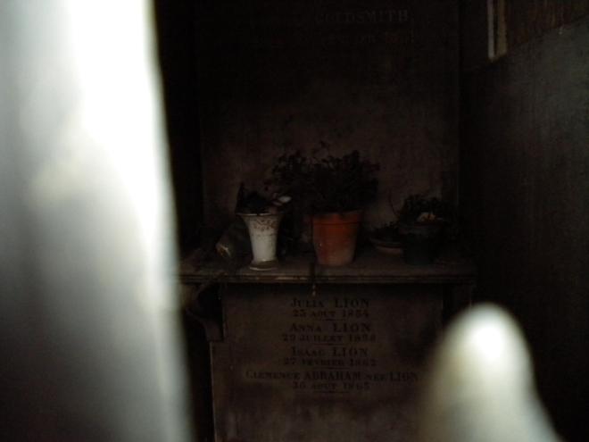 Père Lachaise Cemetery, Jim Morrisons grave, Jim Morrison burried, Jim morrison cemetery, oscar wilde, mozart, sandra bernhardt, abelard and heloise, tour of Père Lachaise Cemetery, photos Père Lachaise Cemetery, Oubliette, Oubliette thriller, Oubliette horror, Vanta M. Black, oubliette, oubliette the book, Oubliette--A Forgotten Little Place, Oubliette a forgotten little place, a forgotten little place, inspiration for Oubliette, scary stories oubliette, vanta black, vantablack